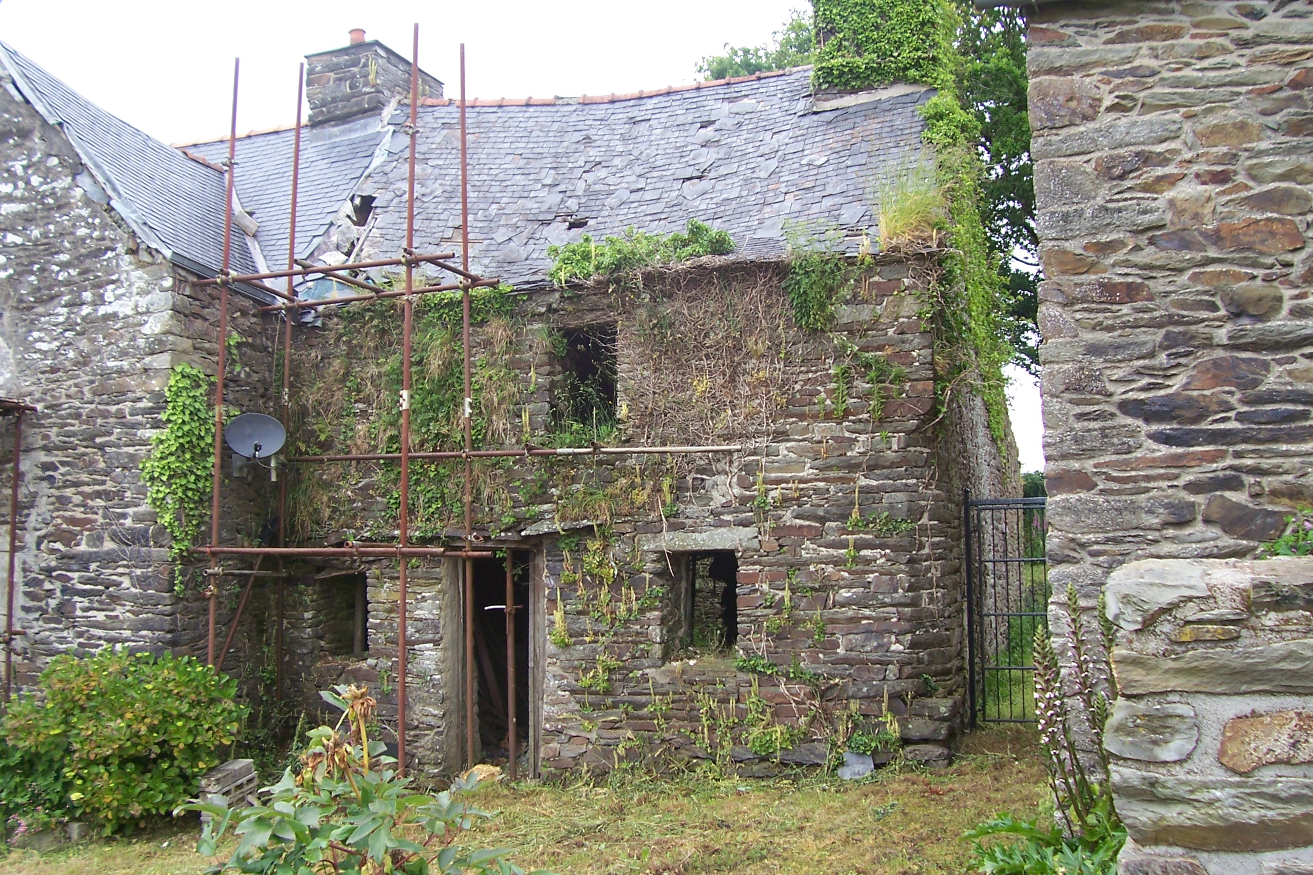 Brittany property for sale english speaking agents in for Vieille maison en pierre